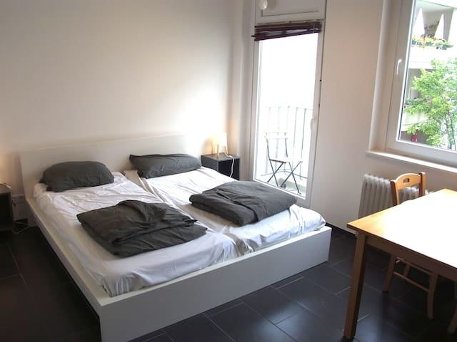 Simple low price holiday apartment. (51)
