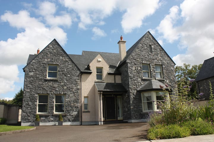 Luxurious four bedroom house - Bunratty - Haus