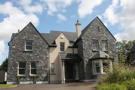 Luxurious four bedroom house - Bunratty - Hus