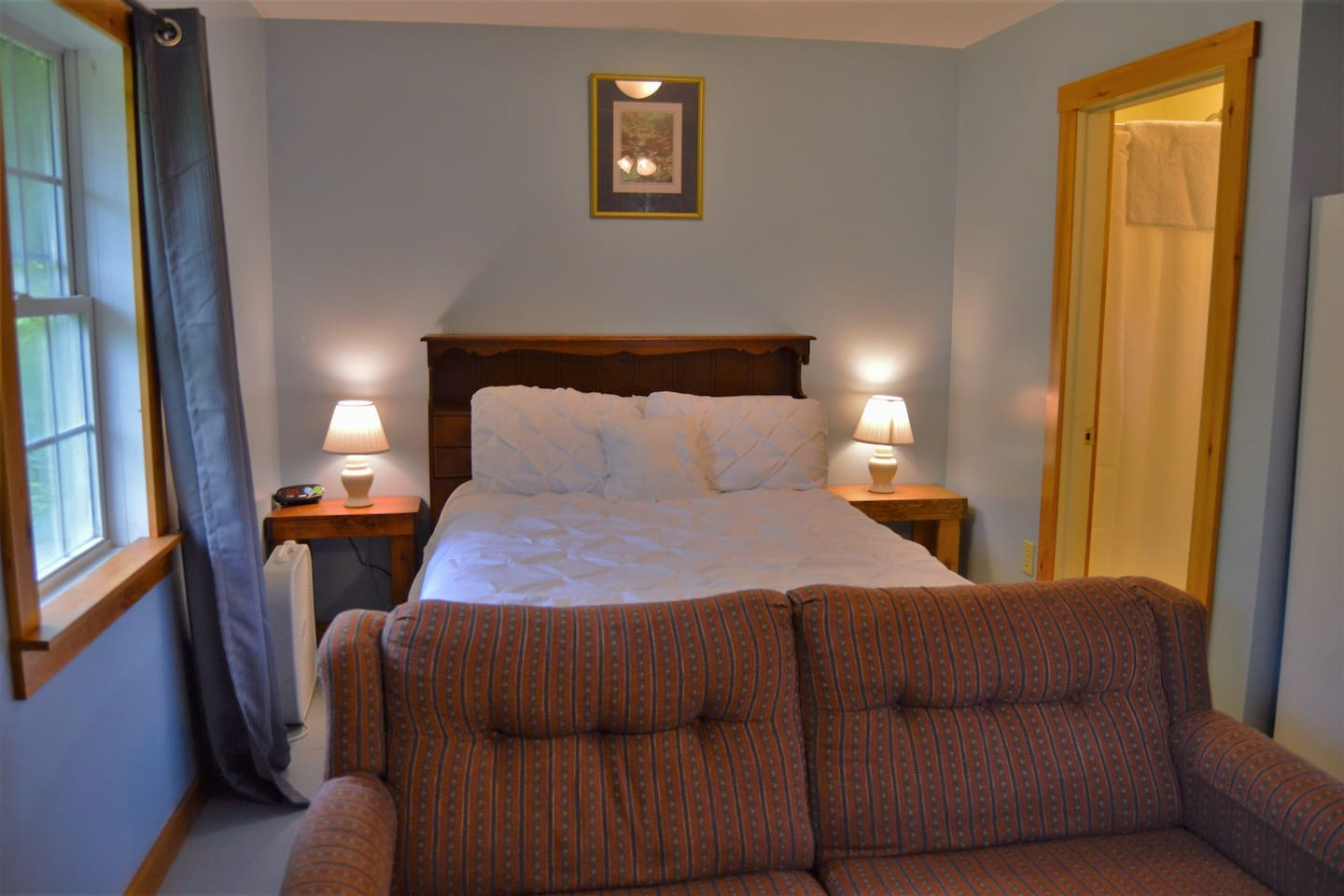 Our guest house is a studio apartment with a double bed, as well as a pull out sofa bed. Linens are provided for both beds