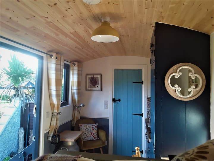 Unique Shepherd Hut & Hot Tub- Rural West Wicklow