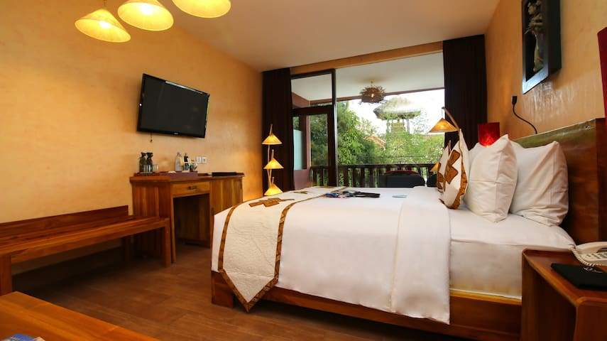 Petit Hotel in Suite with Temple View