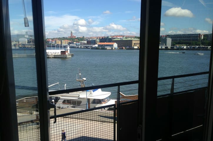 Lovely waterfront apartment in Eriksberg
