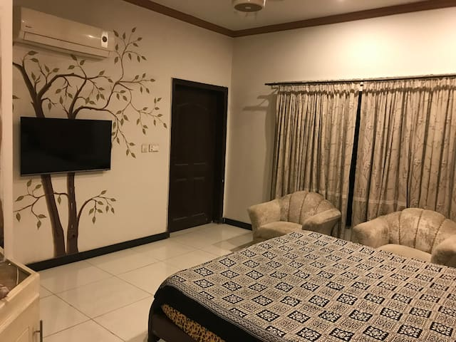 Comfy Room near Lyallpur Galleria