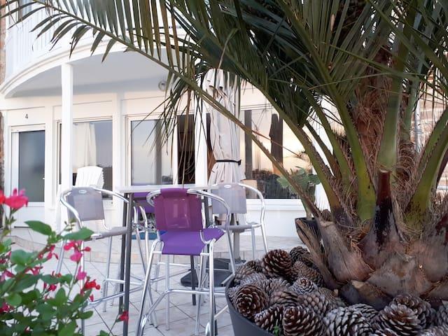 Appartement terrasse esprit loft vue sur mer