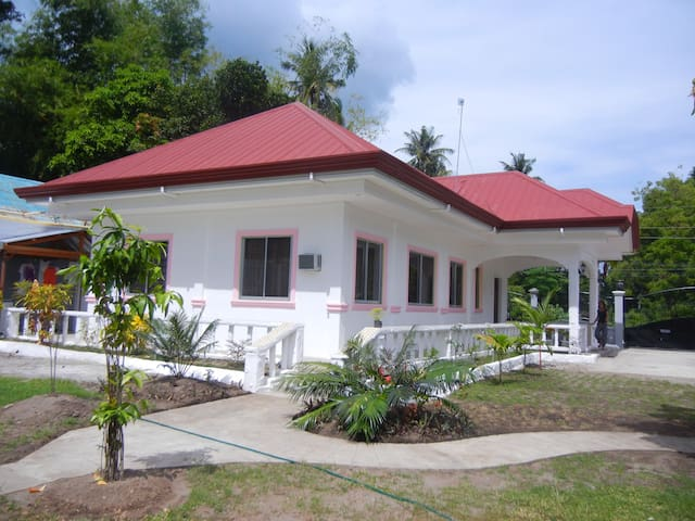 4 Bedroom Tropical Paradise - Bacong