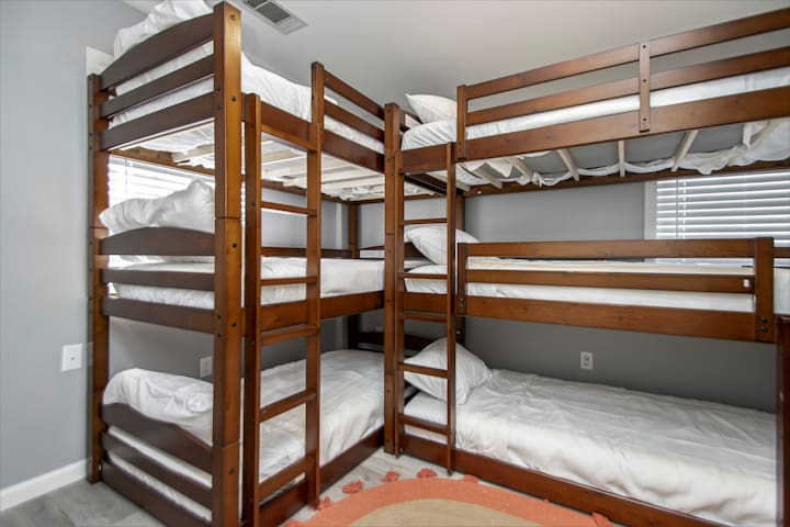 The bunk room sleeps 6 on the ground level.