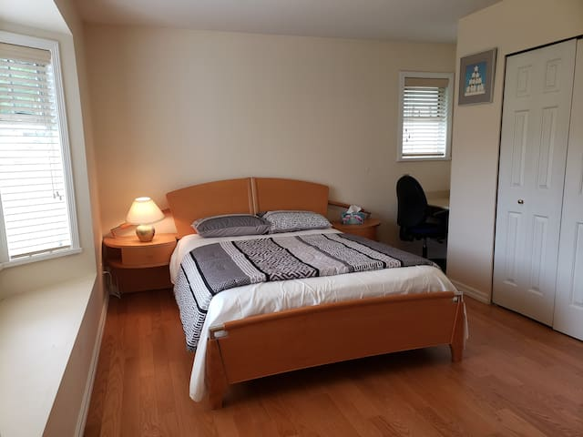Nice & Cozy private room Burnaby lll