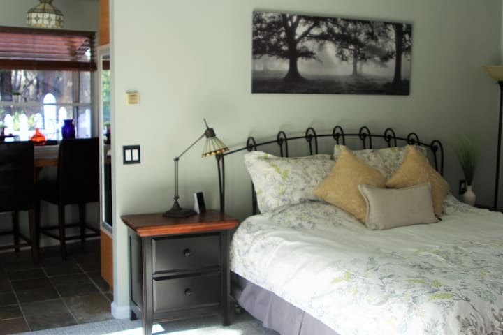 Town and Country Studio Suite - San Luis Obispo - Bed & Breakfast
