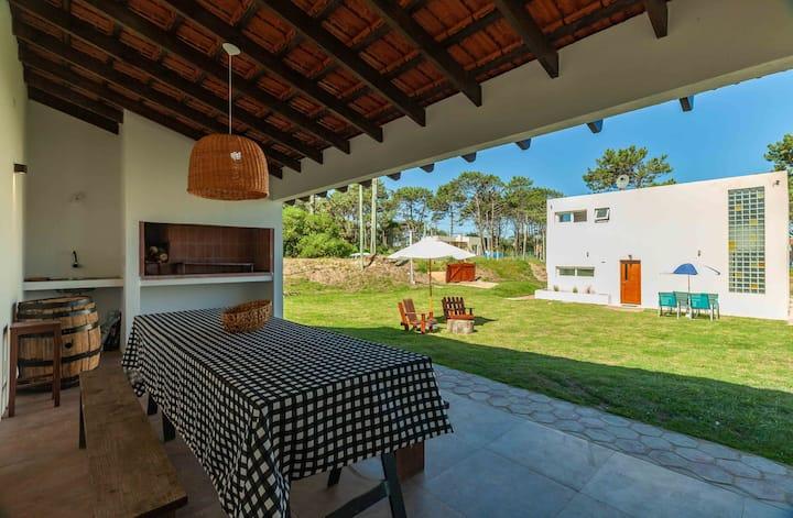 Casa nueva! Gran terreno. Vista al mar Manantiales
