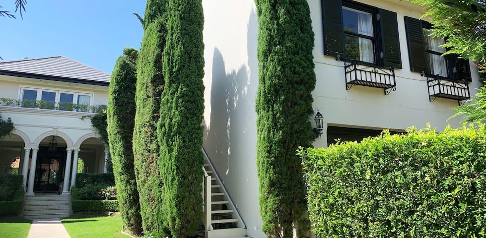Apartment set in garden of elegant Vaucluse home.