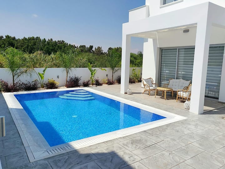 Sea Soul Designer Villa - 100m to Beach!