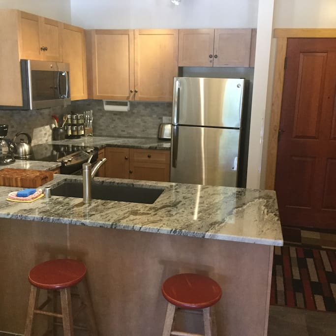 Brand new Granite Countertops this year, undermount lighting, Stainless Steel Appliances & Very (!) Well Equipped.