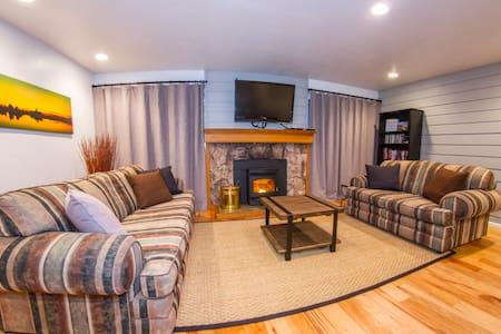 La Res IV One-Bedroom Modern Mountain Getaway