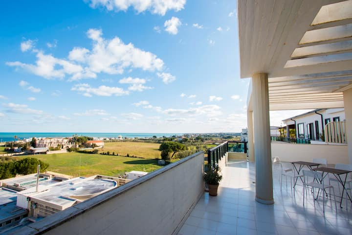 Penthouse in Trani, close to beach, all inclusive.