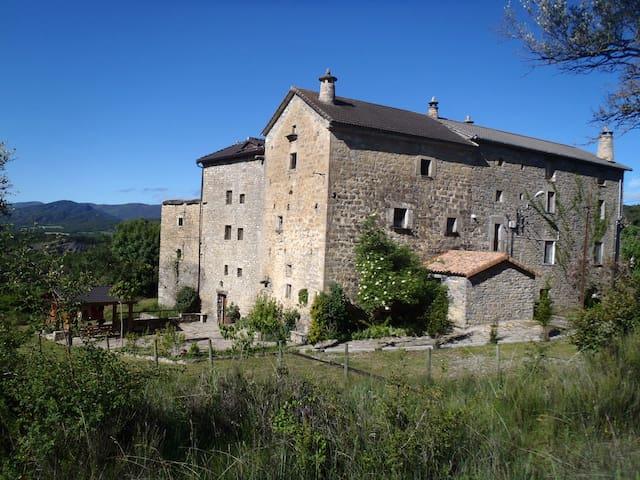 Casa Bestregui, barrio medieval en la naturaleza