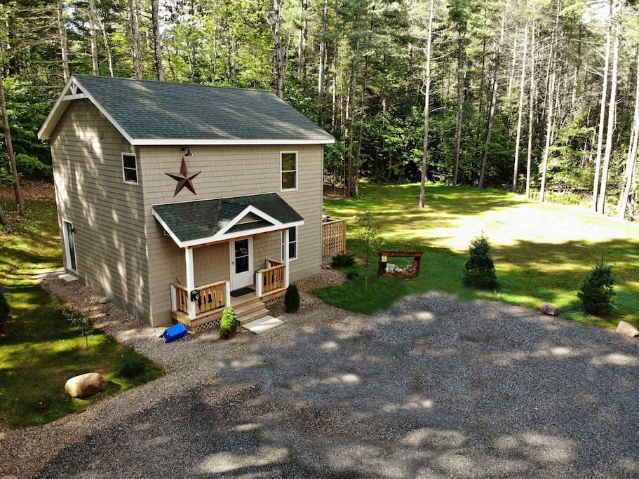 Cascade Mountain Chalet nestled in the woods, private, spacious parking, provide peace and solace in the Adirondacks!