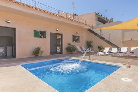 Cas Padrins de Ses Tanques: Nice house with pool