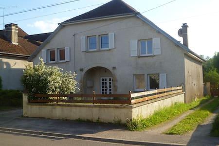 La Maison d'Odile chambres d'hôtes - Beaujeu-Saint-Vallier-Pierrejux-et-Quitteur - ที่พักพร้อมอาหารเช้า