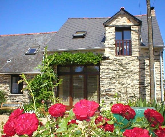 Wisteria Barn, La Cour Cottages