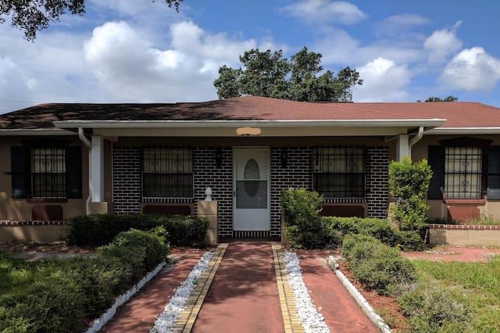 Private Suite in Tampa near Riverview