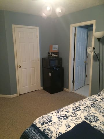 SEPARATE ENTRANCE 1 bed\1 bath