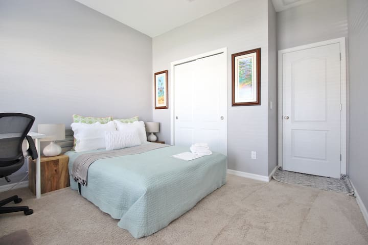 BRAND NEW 1BR-15min to MCO; Get Cozy Before Flight