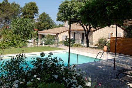 Face LUBERON Maison charme piscine. - Ménerbes