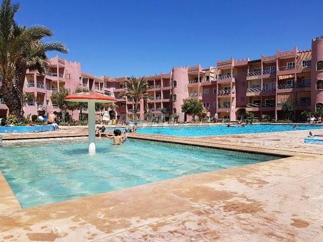Grand appartement avec piscine au rez-de-jardin