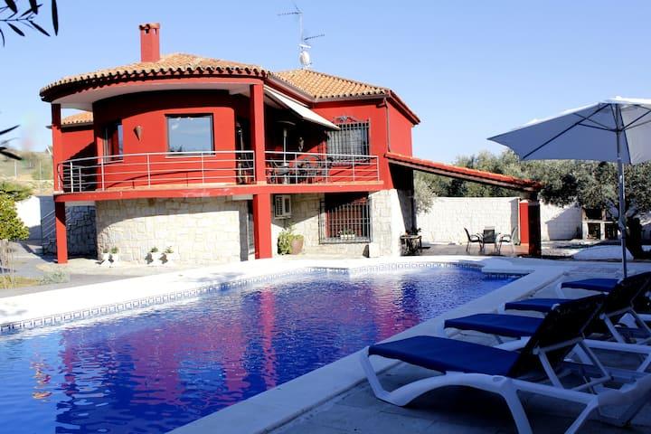 Casa con Piscina Privada,terraza,Porche yBarbacoa*
