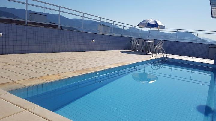 Confortável, bem localizado, piscina, ar!