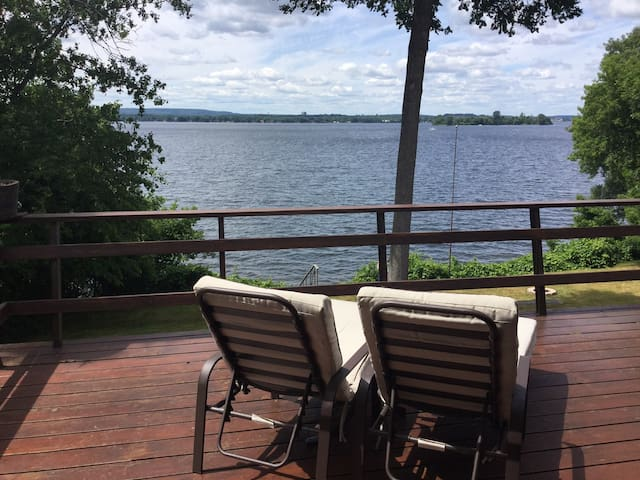 Private Waterfront House in Prince Edward County - Carrying Place - บ้าน