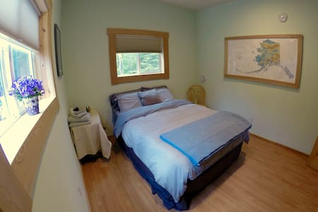 The Alaska Room; Bright and Restful - Hope - Hus