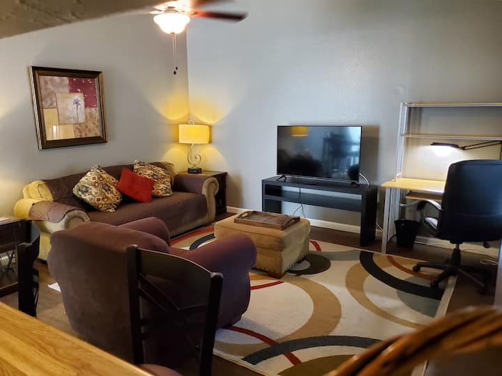 Home in Austin ! with 2 BR 2 BA Convenient Parking