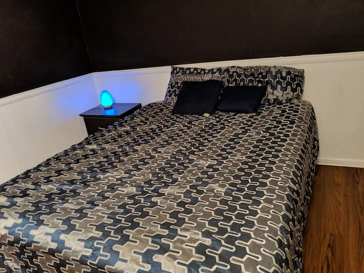 Cozy Stay in Toledo Close to University & Downtown