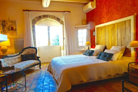 Un Patio en Luberon - Chambre Roussillon - Ansouis - Bed & Breakfast