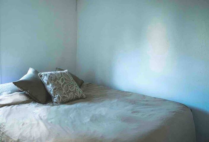 Comfy room near Emma Willard!