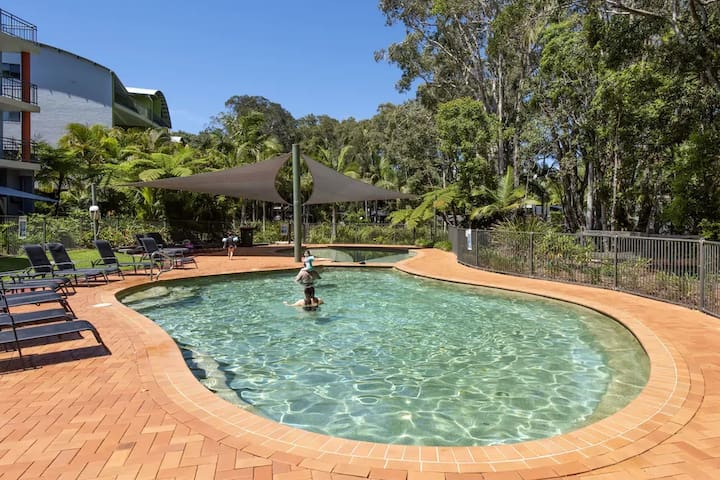 2 Bedroom Suite With A Balcony At Flynns Beach