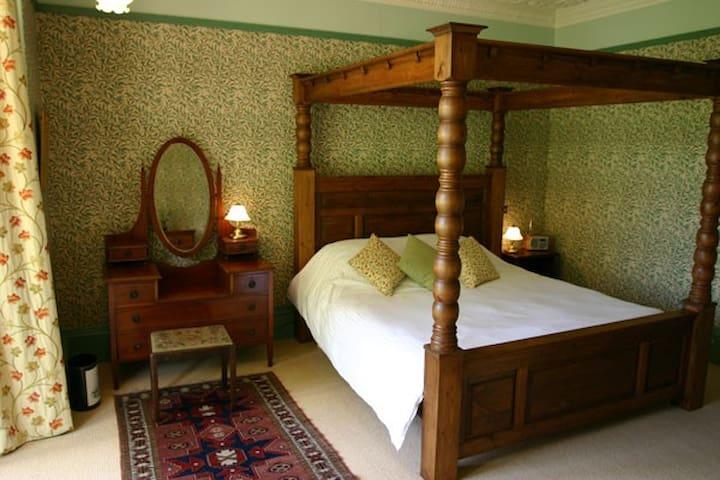Tinto Bedroom