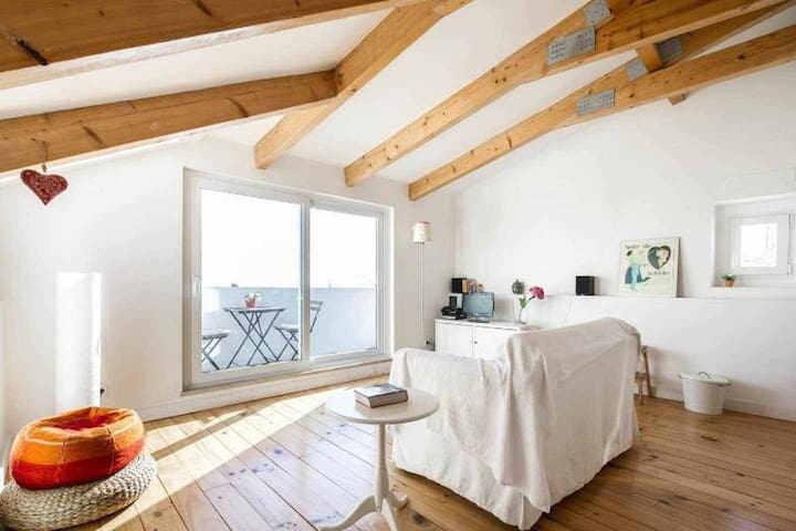 Loft in Alfama with river view