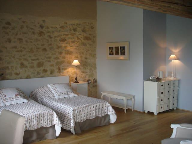 Lo Campestre Chambre à l'étage - Lavardens - Bed & Breakfast