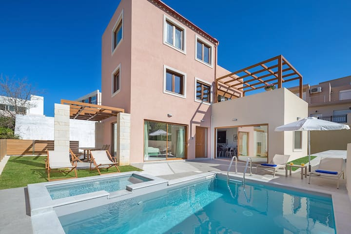 Panorea Villa, 4 BD, 5 BA, 300 m from sandy beach