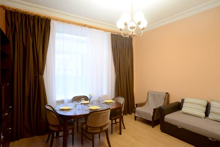Great 2 room apartment in Kreshatik