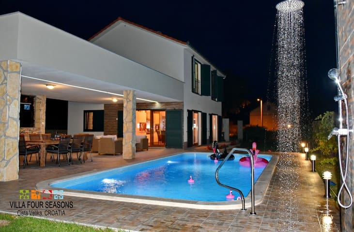 VILLA FOUR SEASONS, heated pool and large terraces