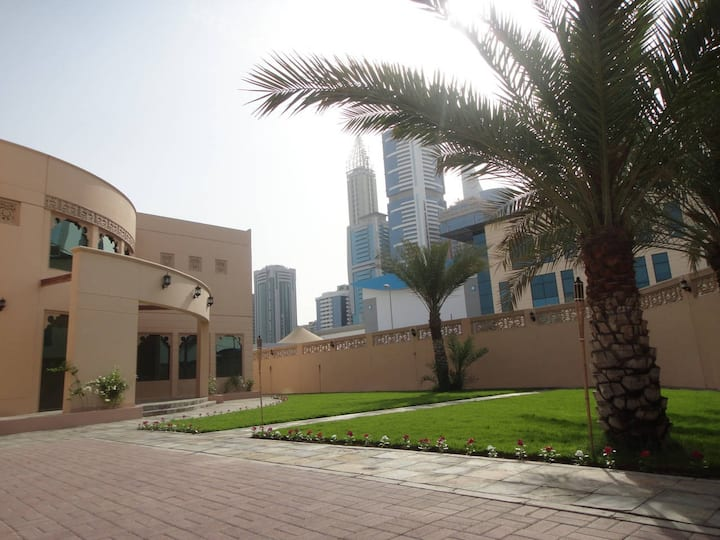 Private Guest House, DIFC metro