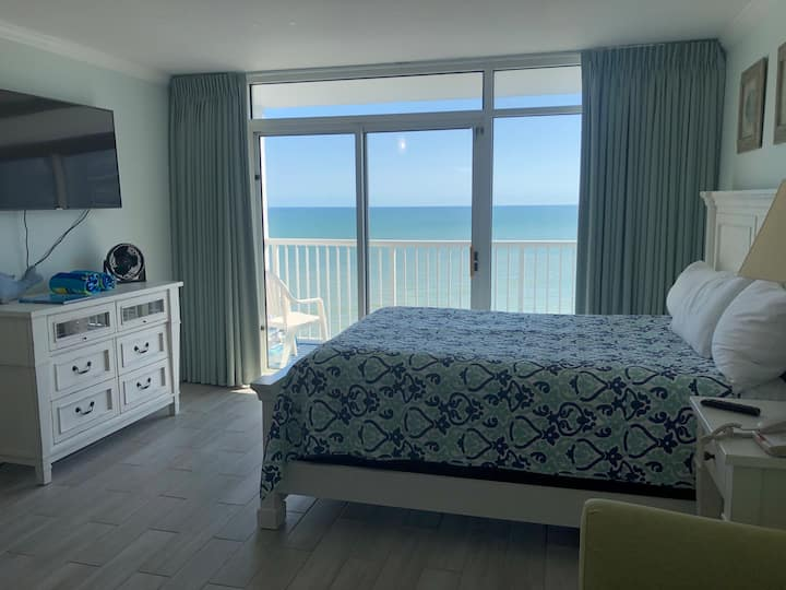Renovated Oceanfront Condo with Full Kitchen