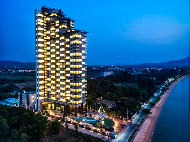 4 Pax 1BR Seaviews at Luxurious Delmare Bangsare