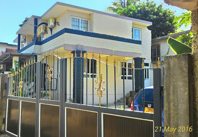 Raj Palace - Petit Raffray - Gæstehus