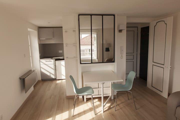 Impeccable studio avec vue sur tour de La Rochelle