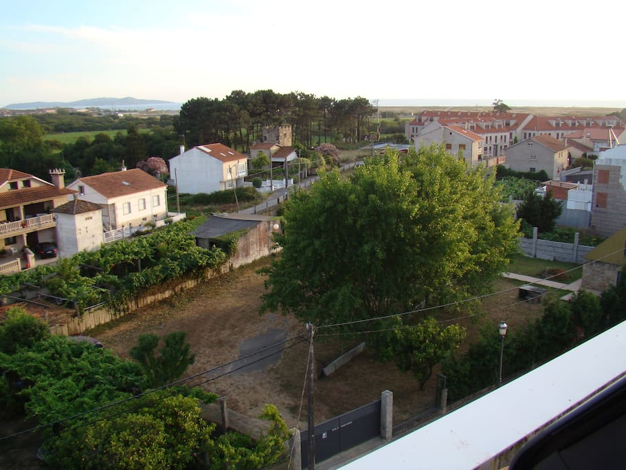 Vistas desde el hotel hacia la playa y el parking